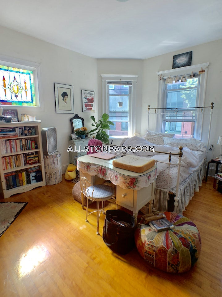 Boston - Allston - 4 Beds, 1 Bath - $2,800