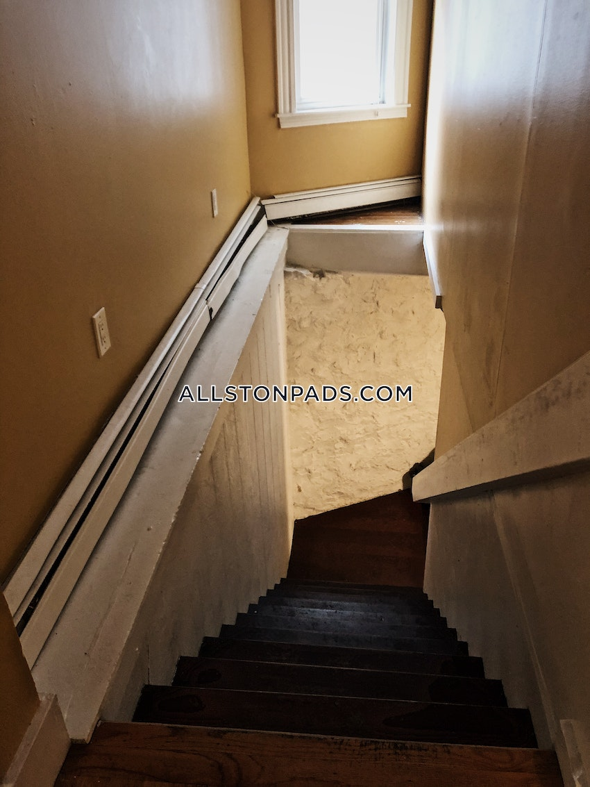 BOSTON - ALLSTON - 6 Beds, 2 Baths - Image 4