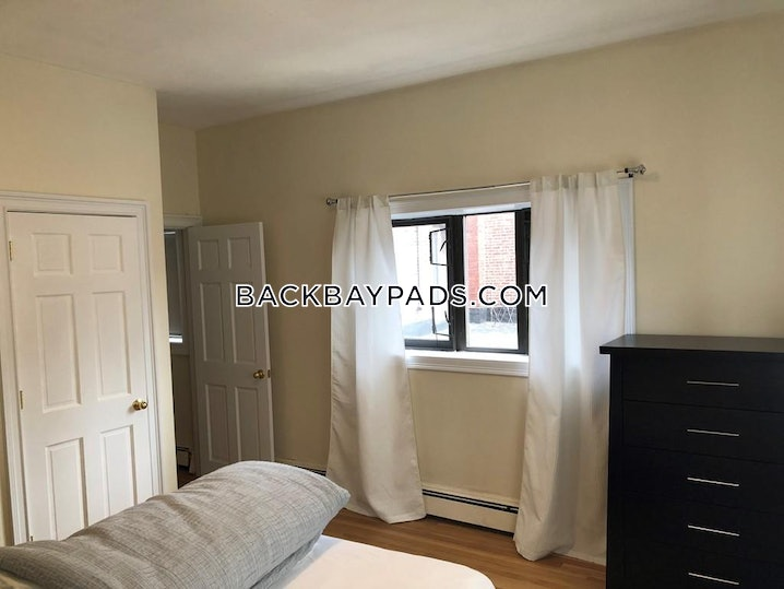 Boston - Back Bay - 2 Beds, 1 Bath - $2,895