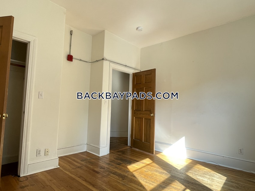 BOSTON - BACK BAY - 3 Beds, 2 Baths - Image 12