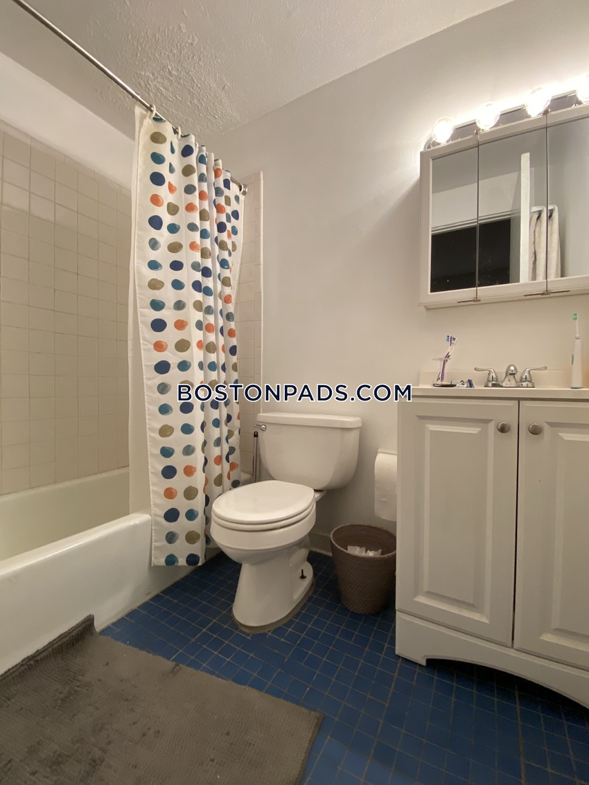 BOSTON - BAY VILLAGE - 1 Bed, 1 Bath - Image 2