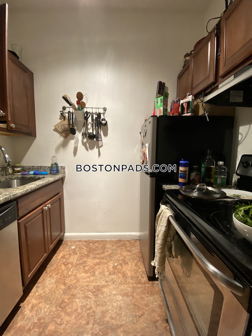 BOSTON - BAY VILLAGE - 1 Bed, 1 Bath - Image 5