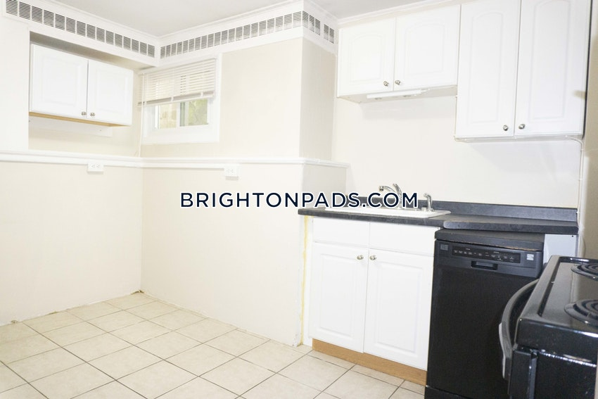 BOSTON - BRIGHTON - CLEVELAND CIRCLE - 3 Beds, 1 Bath - Image 3