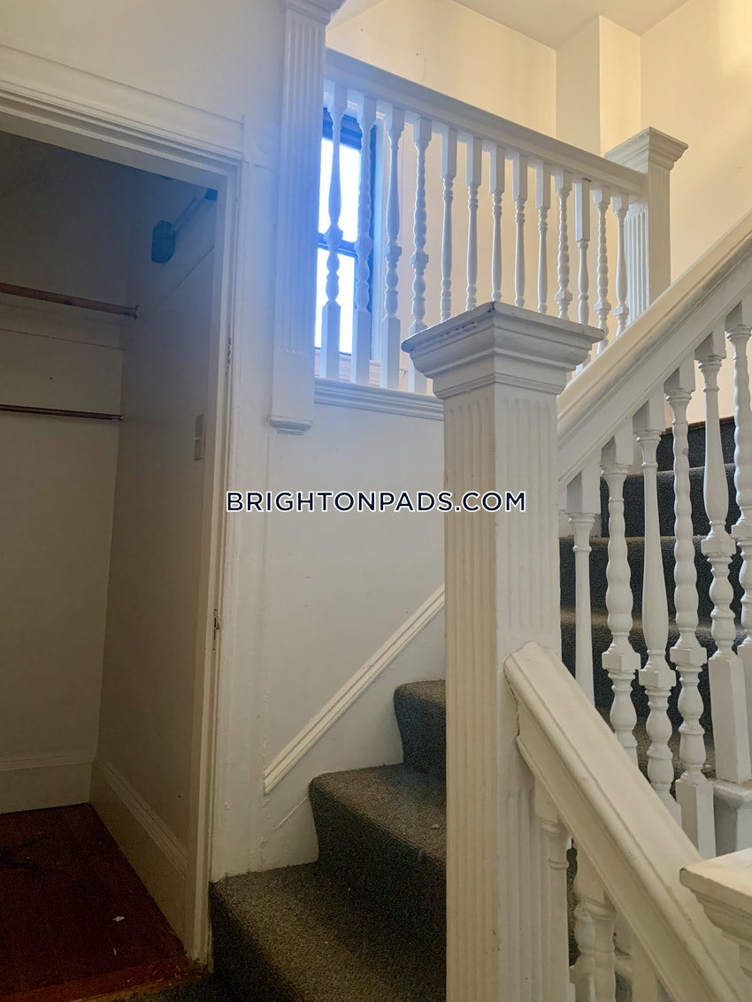 BOSTON - BRIGHTON - CLEVELAND CIRCLE - 5 Beds, 2 Baths - Image 6