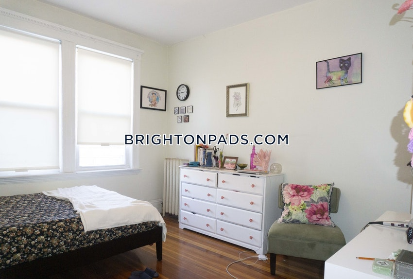 BOSTON - BRIGHTON - BOSTON COLLEGE - 5 Beds, 1 Bath - Image 2