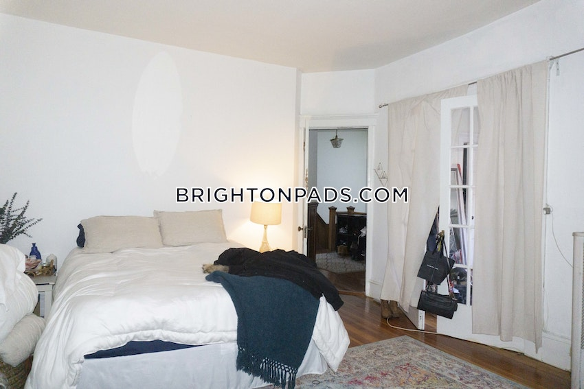 BOSTON - BRIGHTON - BOSTON COLLEGE - 5 Beds, 1 Bath - Image 3