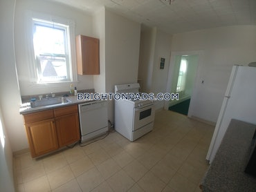 Chestnut Hill, Newton, MA - 3 Beds, 1 Bath - $2,700 - ID#449333