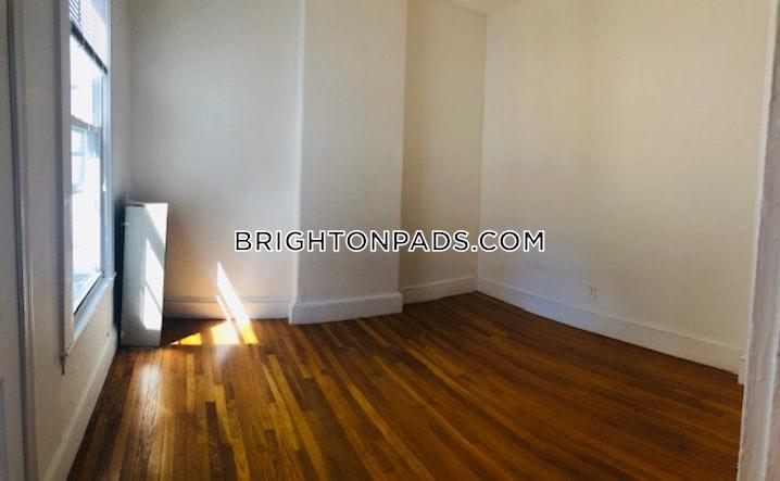 BOSTON - BRIGHTON - OAK SQUARE - 4 Beds, 1 Bath - Image 4