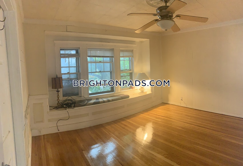BOSTON - BRIGHTON - OAK SQUARE - 4 Beds, 1 Bath - Image 8