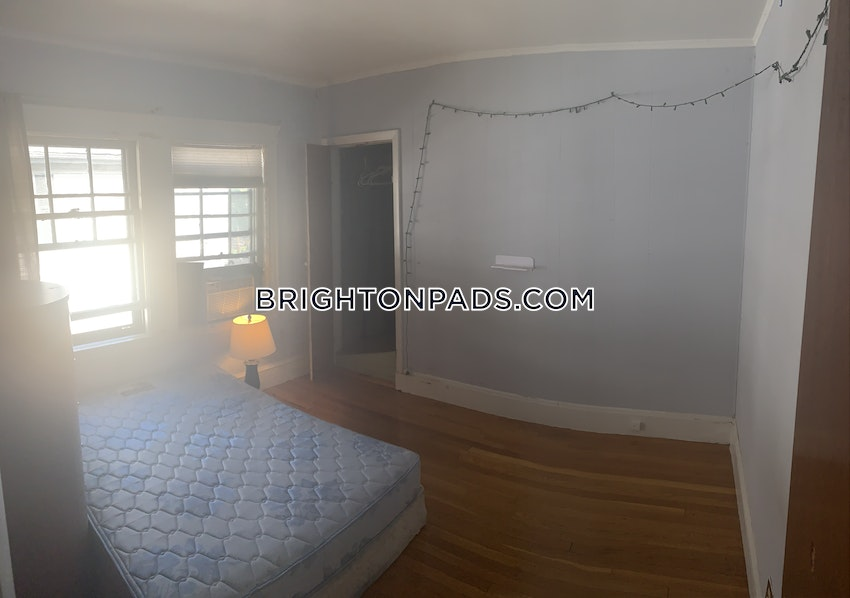 BOSTON - BRIGHTON - OAK SQUARE - 4 Beds, 1 Bath - Image 9