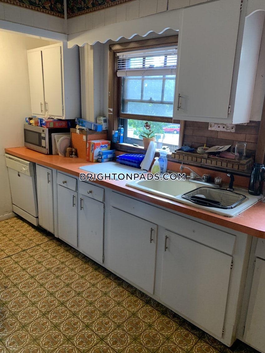 BOSTON - BRIGHTON - OAK SQUARE - 4 Beds, 1 Bath - Image 4