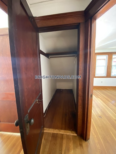 Oak Square - Brighton, Boston, MA - 2 Beds, 1 Bath - $2,000 - ID#3824823