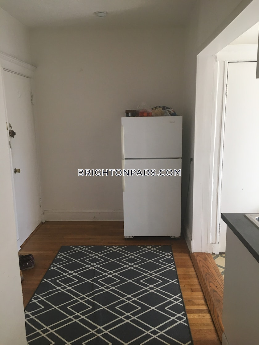 2 Bed Apartment For 2 200 Mo In Boston Brighton