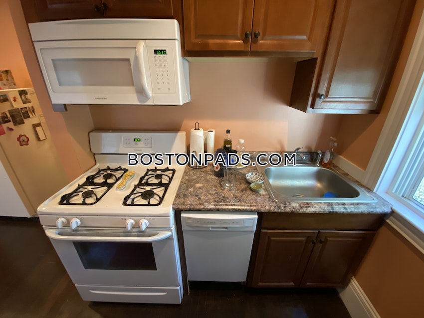 BOSTON - DORCHESTER/SOUTH BOSTON BORDER - 3 Beds, 1 Bath - Image 10
