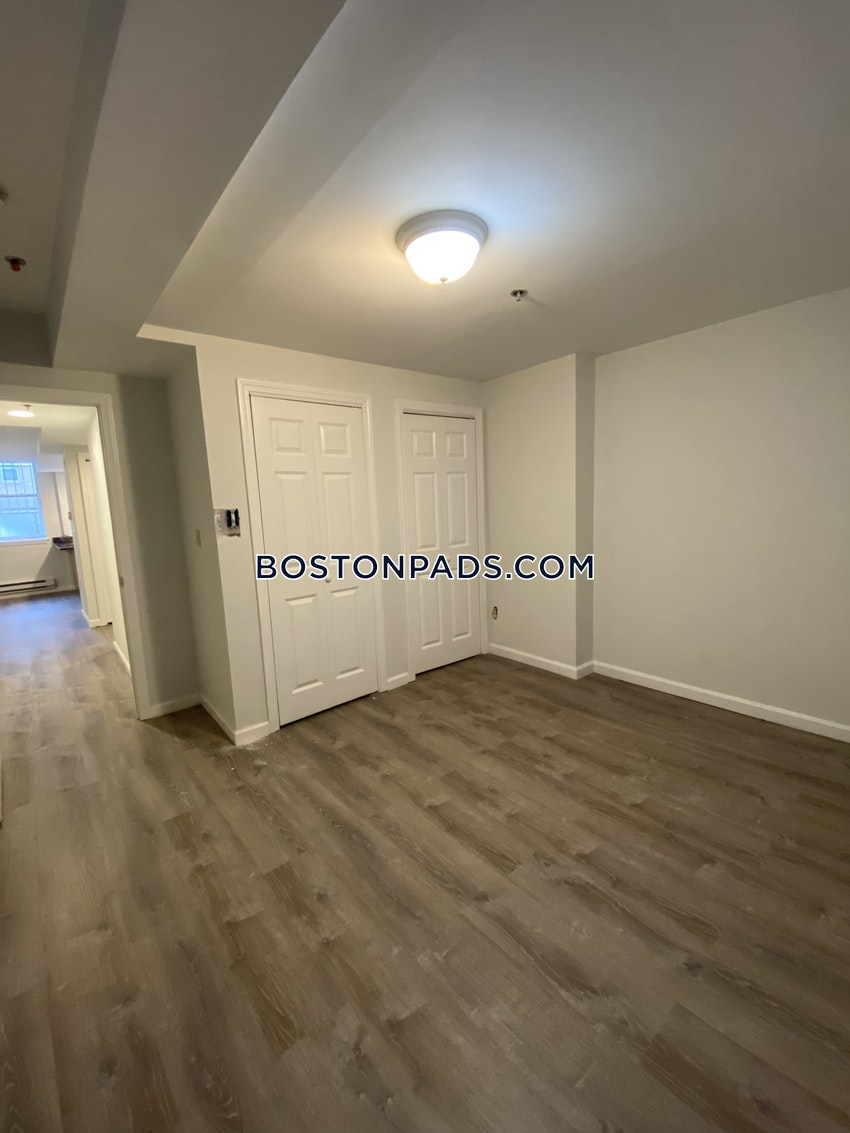 BOSTON - FENWAY/KENMORE -  ,   - Image 3