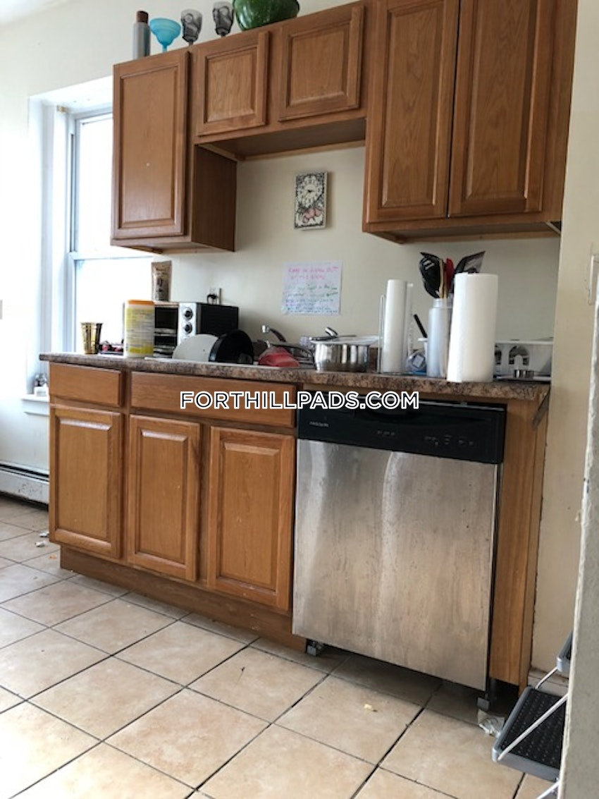BOSTON - FORT HILL - 4 Beds, 1 Bath - Image 2