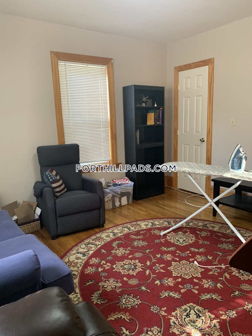 BOSTON - FORT HILL - 2 Beds, 1 Bath - Image 2