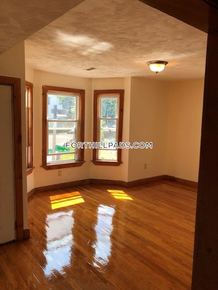 BOSTON - FORT HILL - 4 Beds, 2 Baths - Image 2