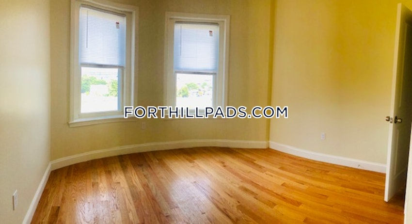 BOSTON - FORT HILL - 4 Beds, 2 Baths - Image 9