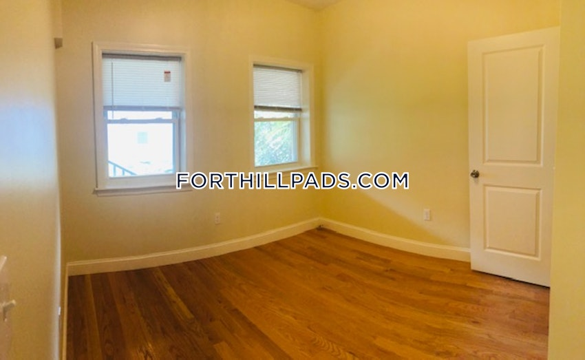 BOSTON - FORT HILL - 4 Beds, 2 Baths - Image 7