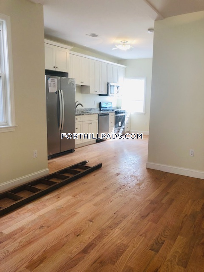 BOSTON - FORT HILL - 4 Beds, 2 Baths - Image 10