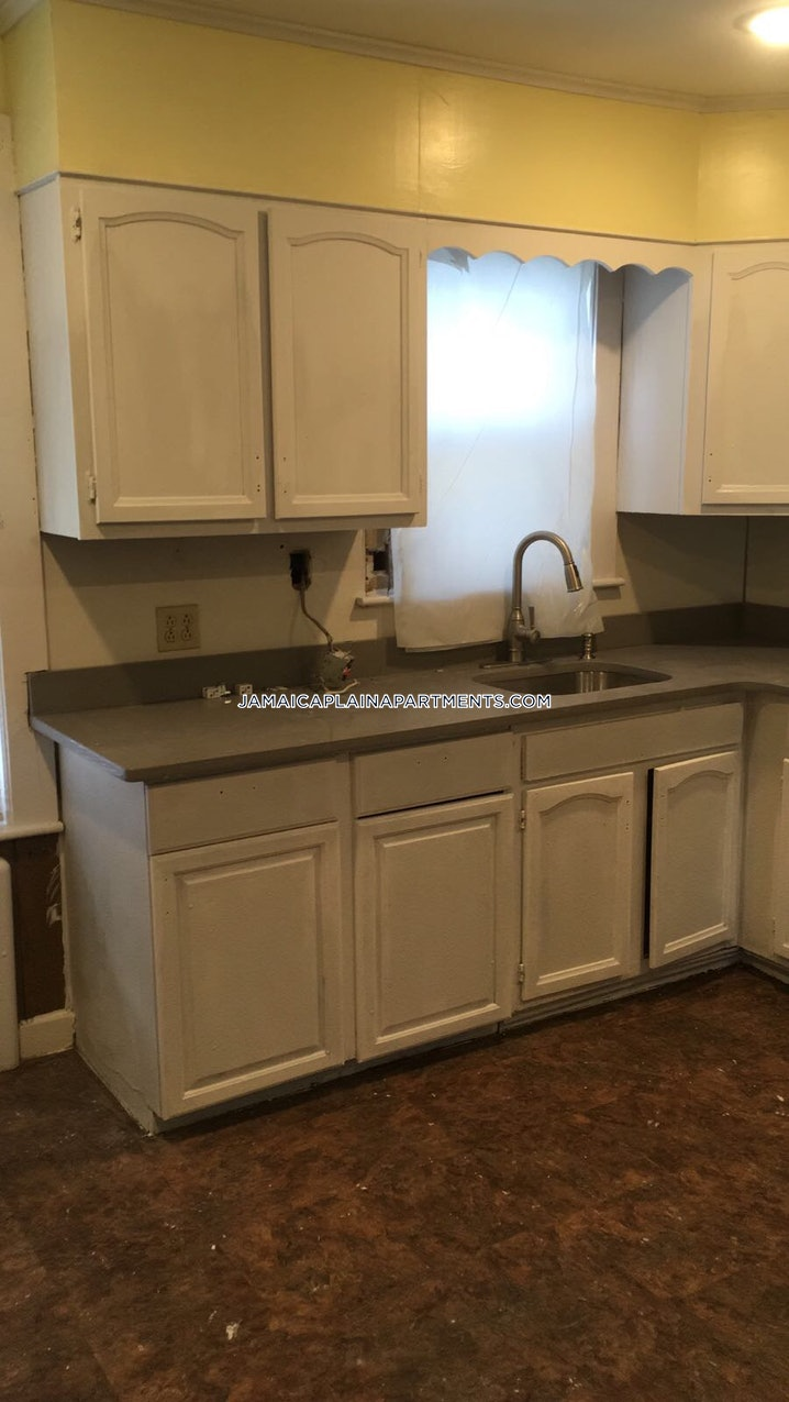 Boston - Jamaica Plain - Forest Hills - 4 Beds, 1 Bath - $3,200