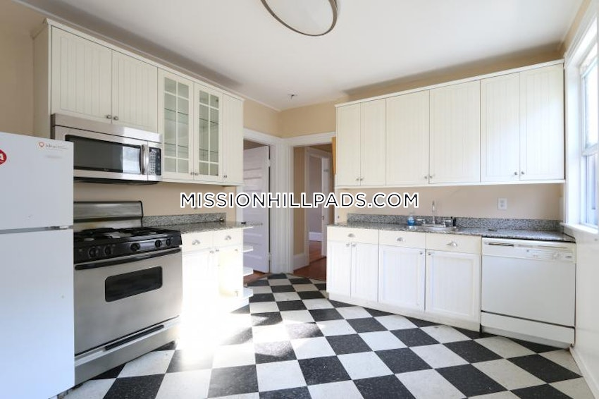BOSTON - MISSION HILL - 6 Beds, 2 Baths - Image 1