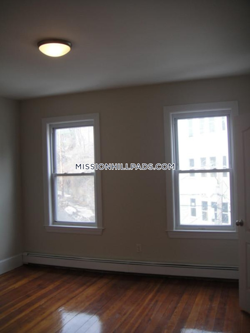 BOSTON - MISSION HILL - 5 Beds, 2 Baths - Image 8