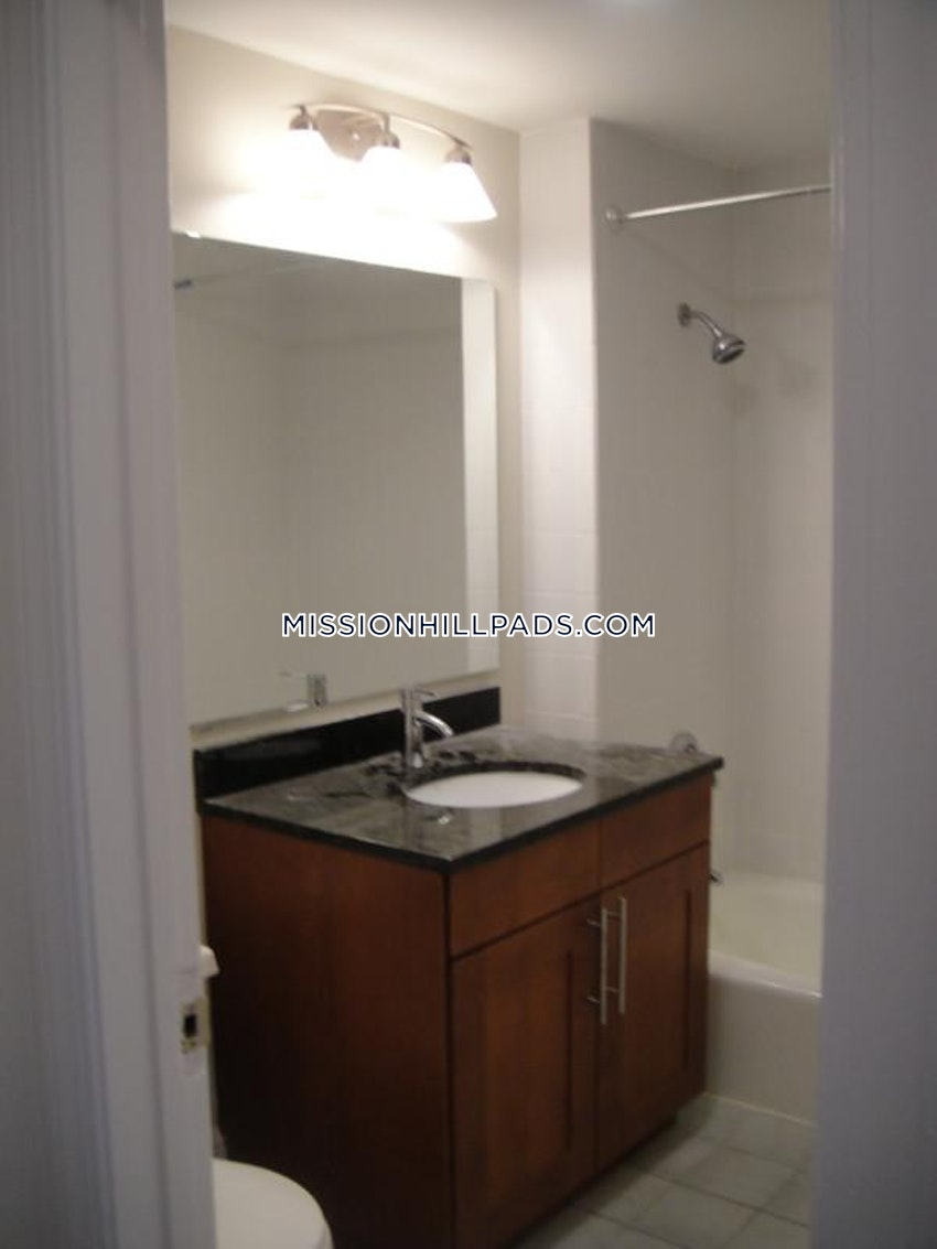 BOSTON - MISSION HILL - 5 Beds, 2 Baths - Image 6