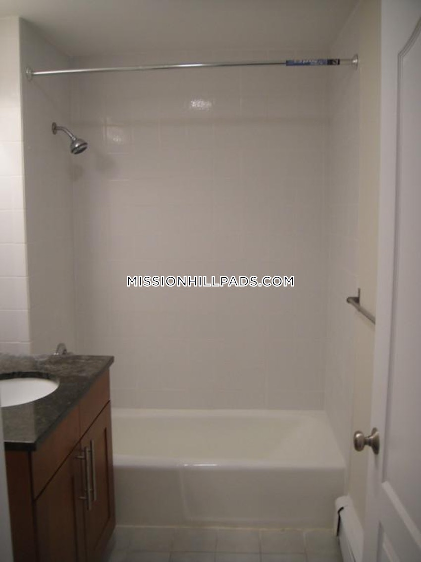 BOSTON - MISSION HILL - 5 Beds, 2 Baths - Image 7