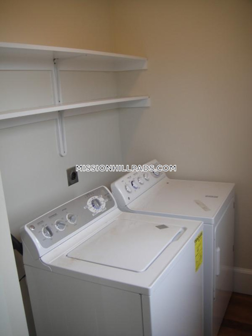 BOSTON - MISSION HILL - 5 Beds, 2 Baths - Image 10