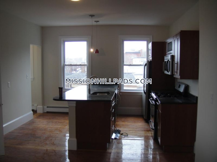 BOSTON - MISSION HILL - 5 Beds, 2 Baths - Image 12