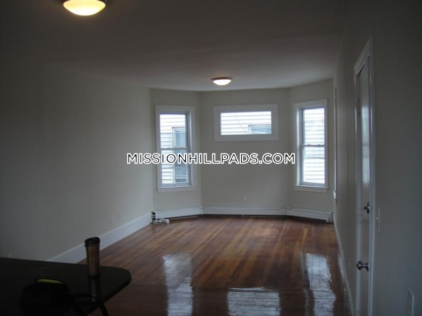 BOSTON - MISSION HILL - 5 Beds, 2 Baths - Image 11