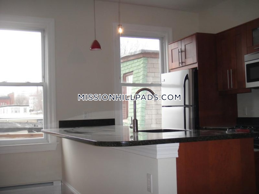 BOSTON - MISSION HILL - 5 Beds, 2 Baths - Image 5