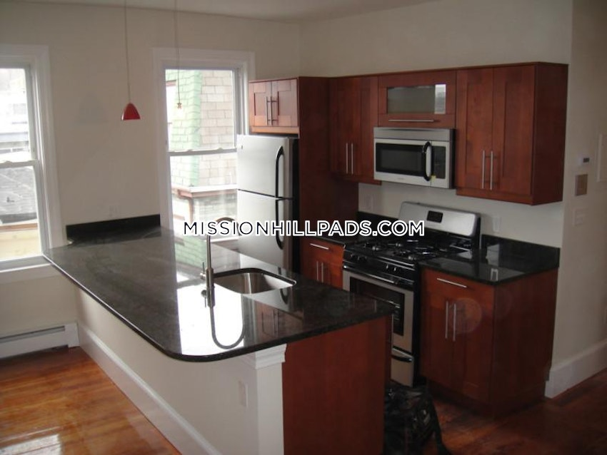 BOSTON - MISSION HILL - 5 Beds, 2 Baths - Image 14