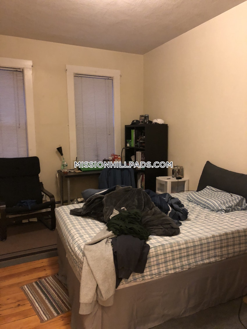 BOSTON - MISSION HILL - 3 Beds, 1 Bath - Image 1