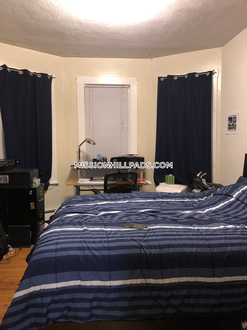 BOSTON - MISSION HILL - 3 Beds, 1 Bath - Image 5