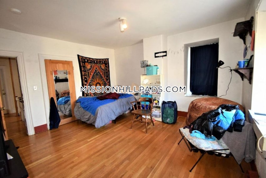 BOSTON - MISSION HILL - 3 Beds, 2 Baths - Image 2