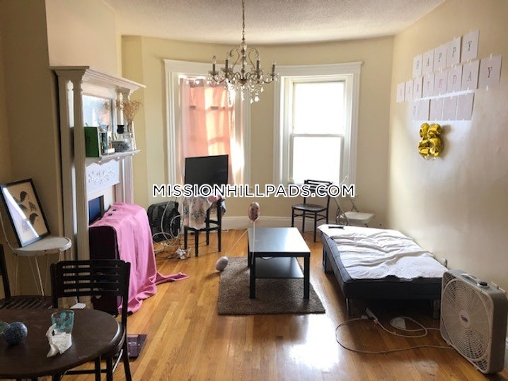Boston - Mission Hill - 3 Beds, 1 Bath - $3,200
