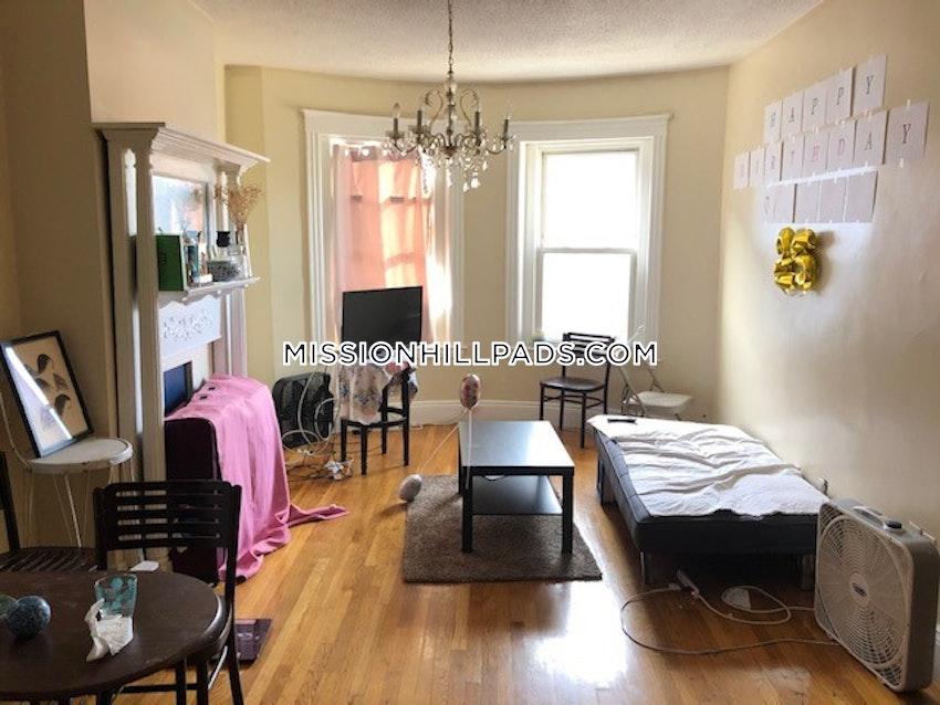 BOSTON - MISSION HILL - 3 Beds, 1 Bath - Image 24