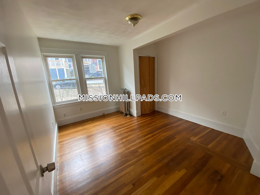 BOSTON - MISSION HILL - 5 Beds, 3 Baths - Image 2