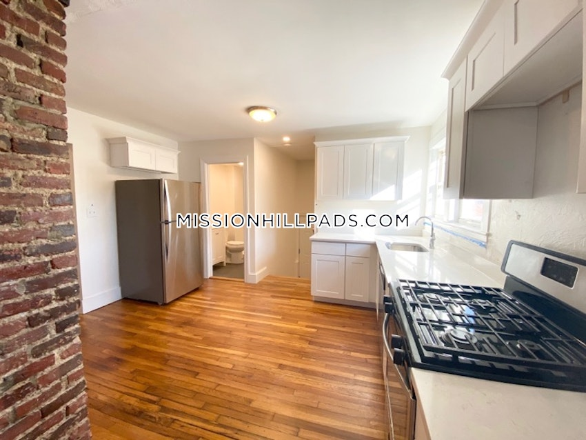 BOSTON - MISSION HILL - 5 Beds, 3 Baths - Image 5