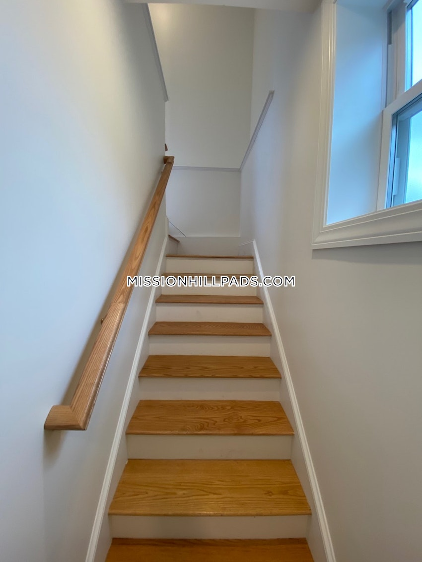 BOSTON - MISSION HILL - 5 Beds, 3 Baths - Image 4