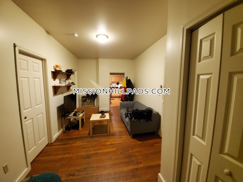 BOSTON - MISSION HILL - 4 Beds, 1 Bath - Image 14