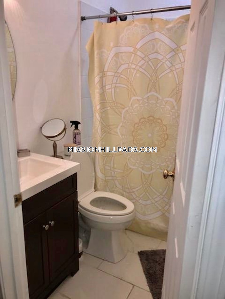 Boston - Mission Hill - 3 Beds, 2 Baths - $4,400