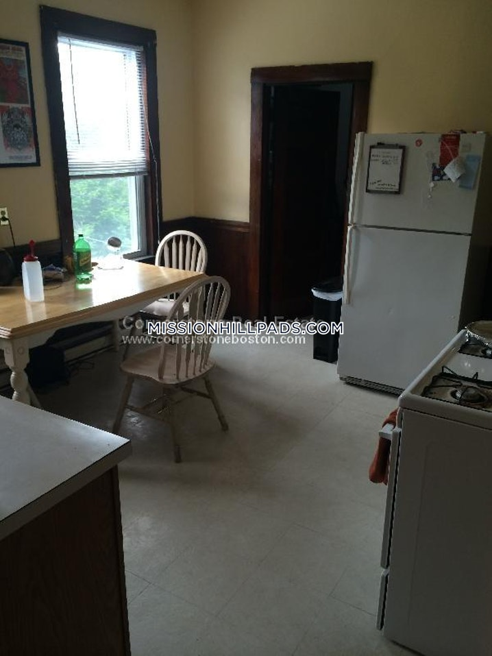 BOSTON - MISSION HILL - 4 Beds, 1 Bath - Image 7