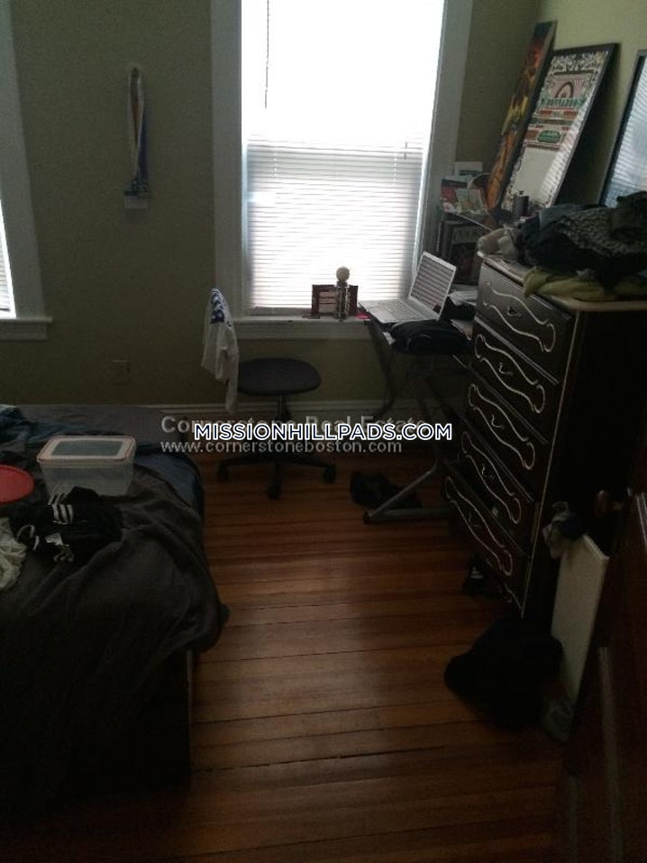 BOSTON - MISSION HILL - 4 Beds, 1 Bath - Image 6