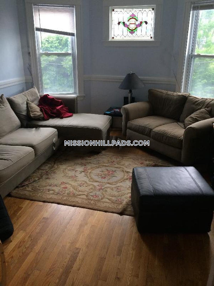 BOSTON - MISSION HILL - 4 Beds, 1 Bath - Image 1