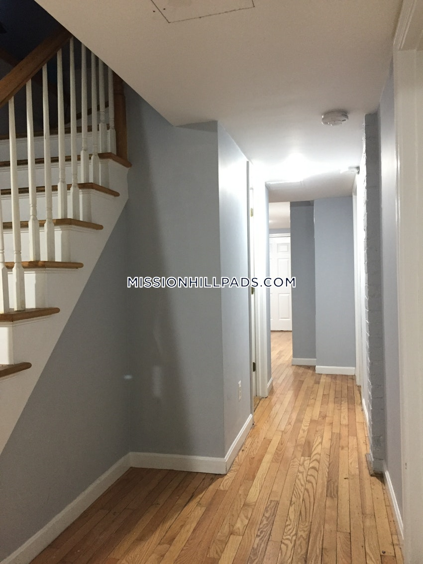 BOSTON - MISSION HILL - 6 Beds, 2 Baths - Image 8