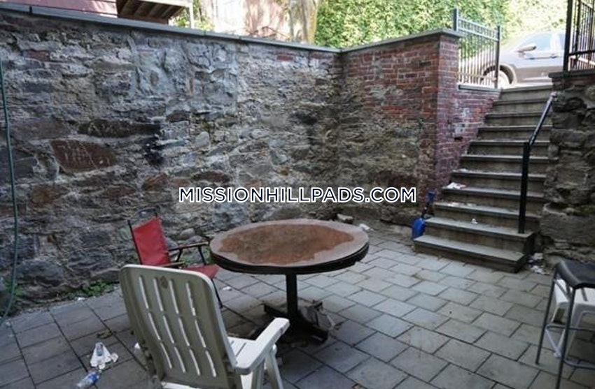 BOSTON - MISSION HILL - 5 Beds, 2 Baths - Image 3